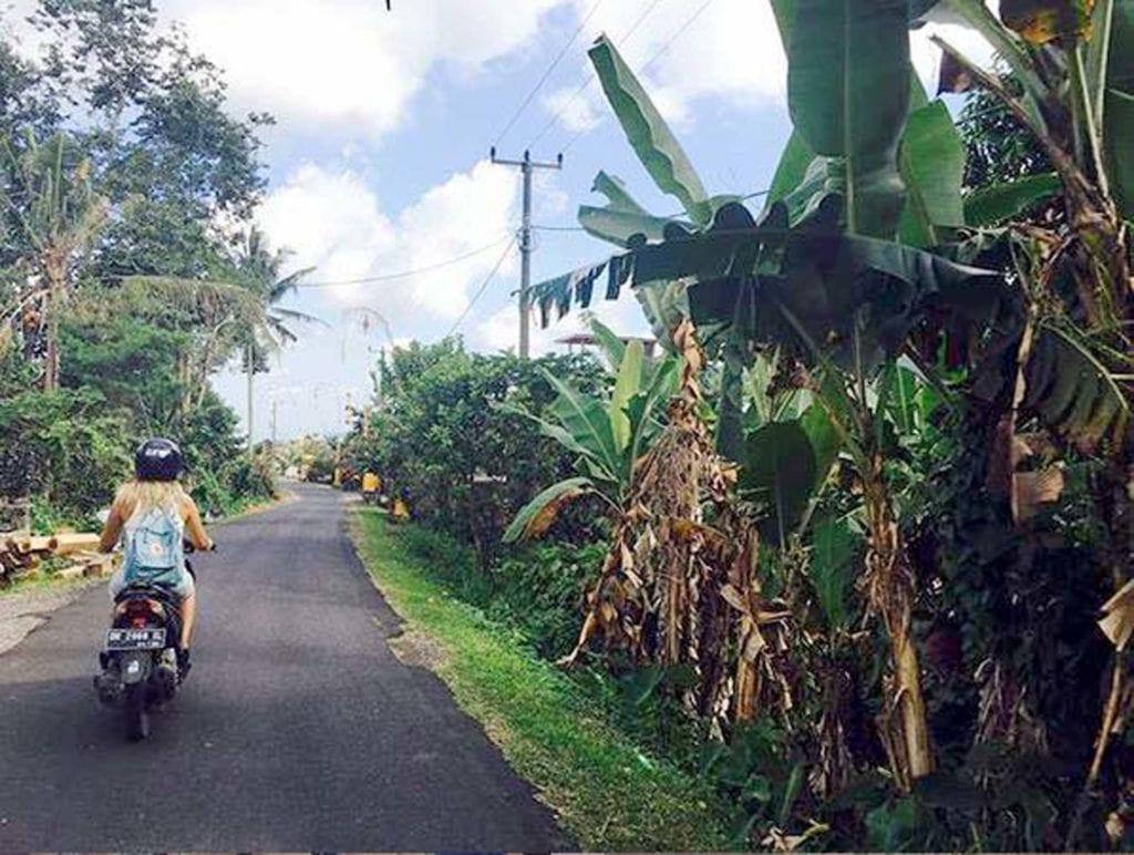 Ich auf dem Roller alleine in Bali