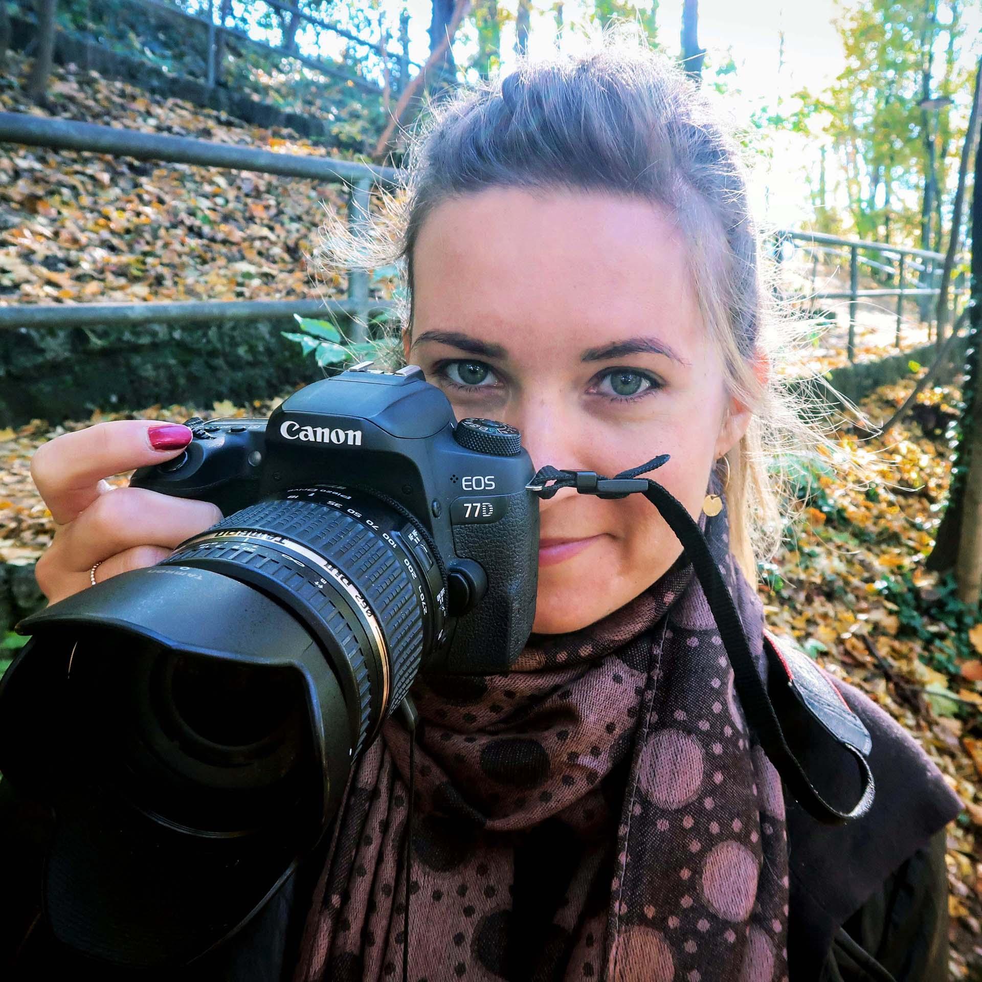 Portrait mit der Kamera in der Hand