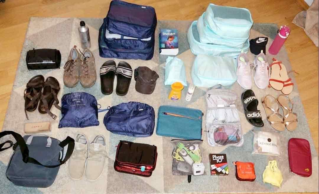 Reisevorbereitung Packliste Gepäck ausgepackt